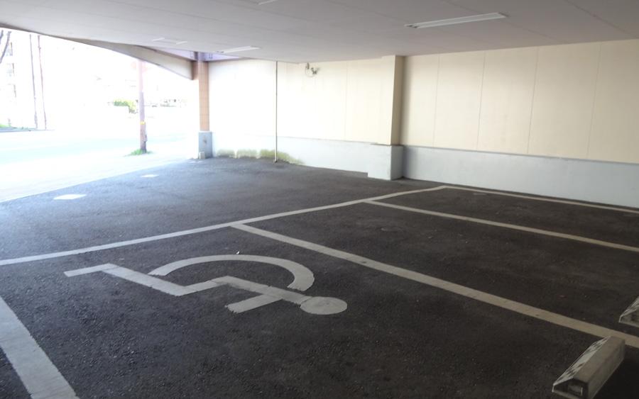かげ耳鼻咽喉科医院の駐車場(バリアフリー)