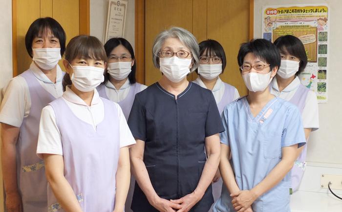かげ耳鼻咽喉科医院のスタッフ集合写真